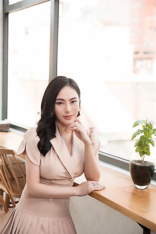 Hoa hậu Thu Hoàng đang đảm nhiệm vai trò Tổng giám đốc hệ thống Beauty Center với 2 cơ sở thẩm mỹ viện uy tín tại Hà Nội và TP.HCM. Tính tới nay, cô đã có 7 năm gắn bó với nghề làm đẹp. Ảnh: VTC