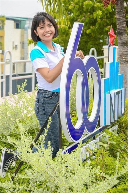 Đó là Thạch Thị Sa Pa, nữ sinh người Chăm ở Bàu Trúc, huyện Ninh Phước (tỉnh Ninh Thuận) vừa trúng tuyển vào ngành tiếng Anh du lịch (quản trị dịch vụ du lịch và lữ hành).
