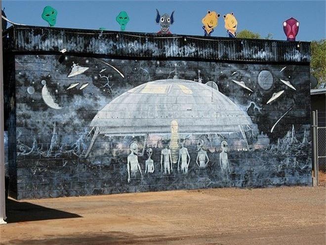 Bên trong 'thủ đô UFO' ở Australia - ảnh 3