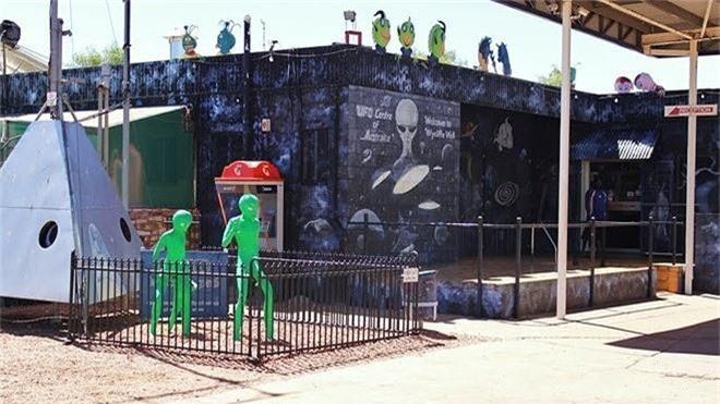 Bên trong 'thủ đô UFO' ở Australia - ảnh 6