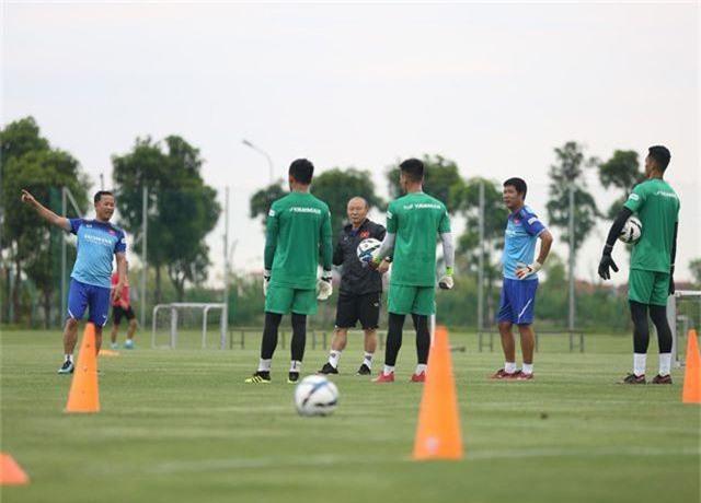 HLV Park Hang Seo rèn U22 Việt Nam theo đúng xu thế bóng đá thế giới - 1