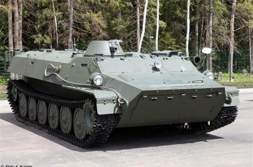 """Ngoài việc được tiếp cận và thi đầu với dòng tăng tối tân T-72B3, các chiến sĩ Việt Nam tham gia Hội thao quân sự quốc tế Army Games 2019 sẽ lần đầu tiên được lái thử và thi đấu cùng dòng xe thiết giáp đa năng MT-LB trong các phần thi liên quan tới """"Cấp cứu chiến trường"""". Nguồn ảnh: Vitaly-Kuzmin"""