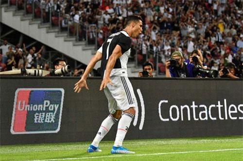 Cách ăn mừng đã trở thành thương hiệu của Ronaldo.