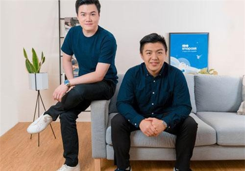 Timothy Yu (trái), người sáng lập, CEO của Snapask và Terry (phải), giám đốc tài chính - Ảnh: Snapask.