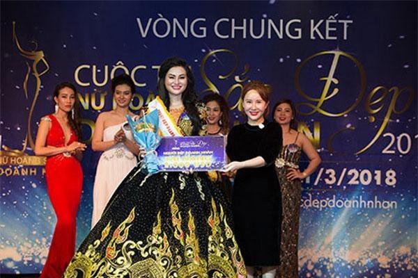 Trước khi tham gia cuộc thi Nữ hoàng sắc đẹp doanh nhân, Trần Huyền Nhung đã xuất sắc giành được 2 danh hiệu: Hoa hậu vì cộng đồng và Hoa hậu thời trang tại cuộc thi Hoa hậu doanh nhân người Việt Châu Á tại Đài Loan. Ảnh: Vietnamnet