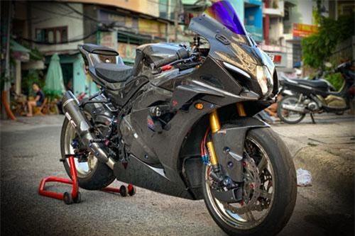 Từ khi ra mắt vào năm 2017, thế hệ thứ 6 của chiếc superbike Suzuki GSX-R1000 được nhiều biker chú ý hơn. Ở thế hệ này, chiếc GSX-R1000 được thay đổi toàn diện từ thiết kế cho đến động cơ.