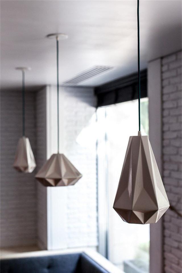Thiết kế đèn chiếu sáng độc đáo này sẽ giúp nhà bếp của bạn sang trọng và đẳng cấp hơn.