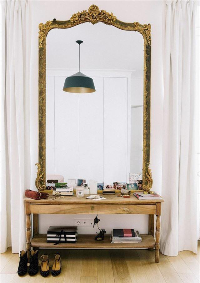 Lối vào chắc chắn cần một tấm gương lớn, nó phải ở đây và đã đến lúc bạn phải làm việc này trong năm nay rồi.