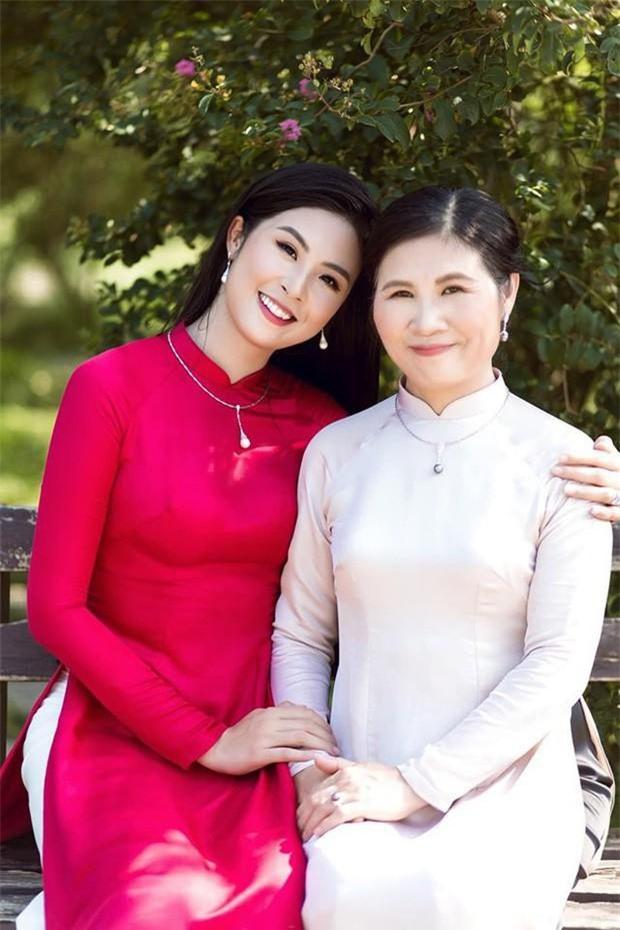 Hoa hậu Ngọc Hân và mẹ ruột