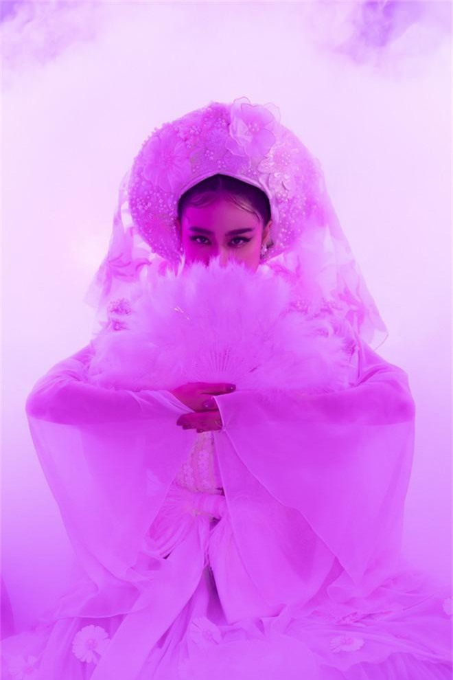 """Hoàng Thuỳ Linh trở lại đầy """"uy quyền"""", đưa tín ngưỡng thờ Mẫu lên một một tầm cao mới với """"Tứ Phủ"""" - Ảnh 3."""