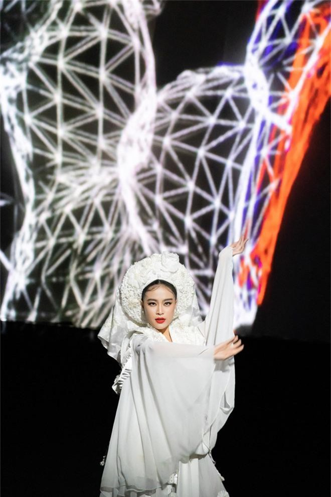 """Hoàng Thuỳ Linh trở lại đầy """"uy quyền"""", đưa tín ngưỡng thờ Mẫu lên một một tầm cao mới với """"Tứ Phủ"""" - Ảnh 5."""
