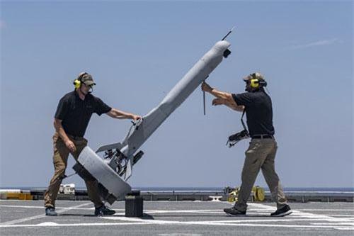 Cách đây ít ngày, Hải quân Mỹ vừa đưa vào thử nghiệm máy bay không người lái mang tên V-BAT trên tàu vận tải USNS Spearhead và ghi nhận kết quả cực kỳ khả quan. Nguồn ảnh: Sina.