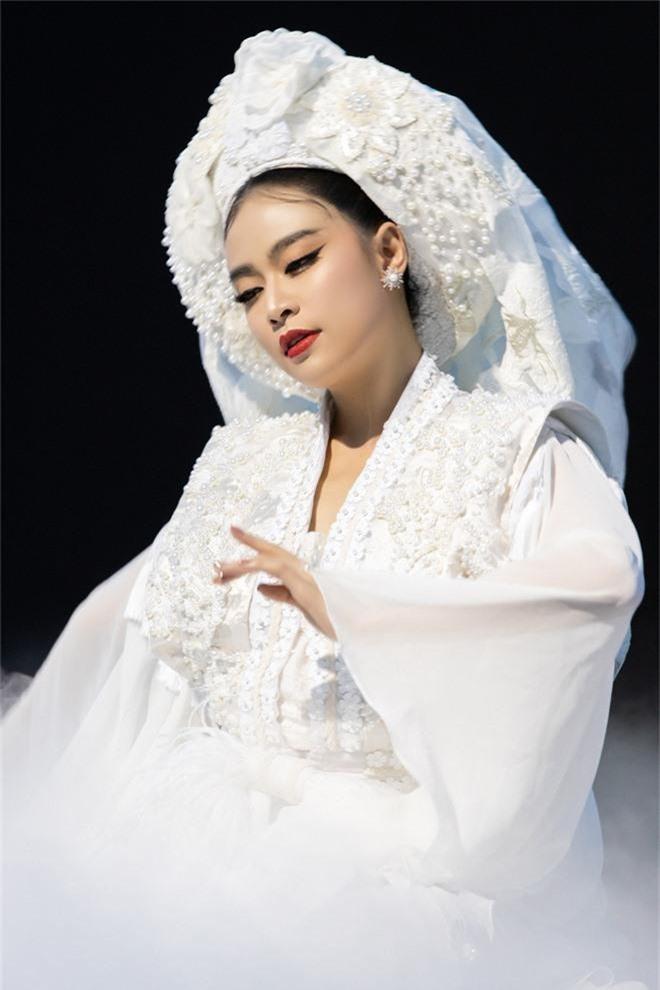 Chưa đầy 5 giờ phát hành, Tứ Phủ của Hoàng Thuỳ Linh leo thẳng quán quân BXH iTunes Việt Nam - Ảnh 2.