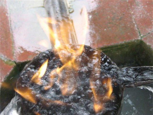 Đến nơi có thể chứng kiến cảnh nước suối bốc cháy - 2