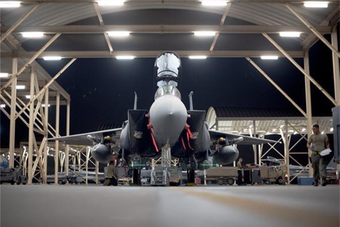 My mang F-15 gan bom chum toi Trung Dong, tau chien Iran coi chung!-Hinh-3