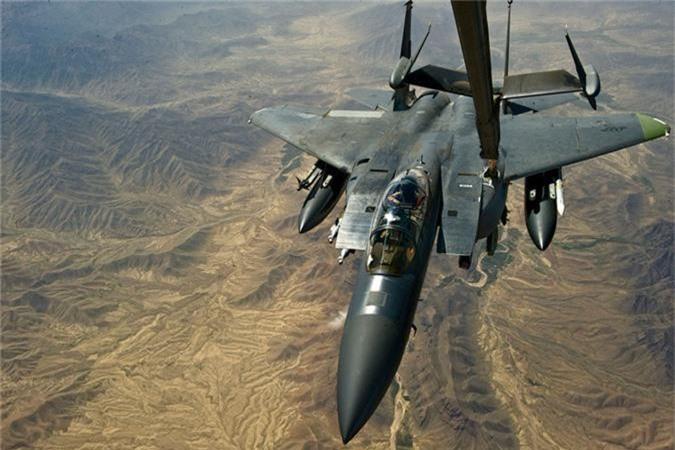 My mang F-15 gan bom chum toi Trung Dong, tau chien Iran coi chung!-Hinh-7