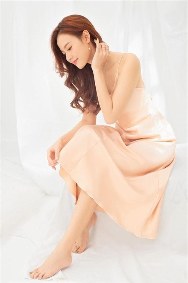 Những quý cô vàng mười của showbiz Việt: Đẹp người, đẹp nết ai cũng ưng - Ảnh 10.