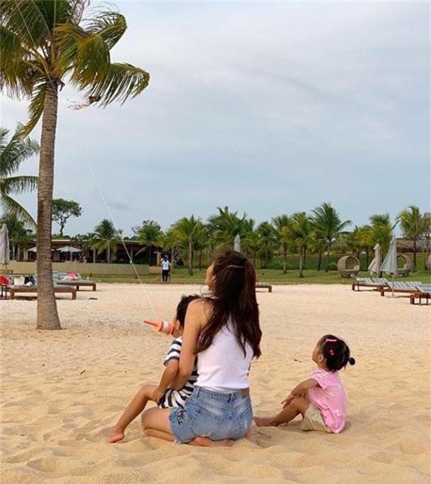 Những quý cô vàng mười của showbiz Việt: Đẹp người, đẹp nết ai cũng ưng - Ảnh 6.