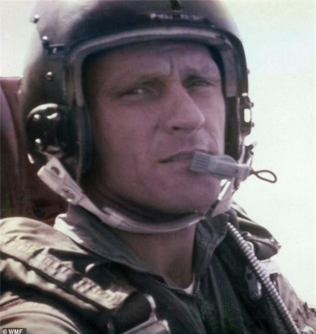 Phi công Mỹ lái máy bay đưa hài cốt cha từng tham chiến ở Việt Nam hồi hương - 3
