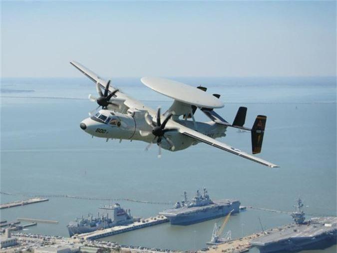 Northrop Grumman E-2D Advanced Hawkeye được Hải quân Mỹ sử dụng vào cuối những năm 1950. Máy bay quân sự 232 triệu USD này thực hiện chuyến bay đầu tiên vào tháng 10/1960 và hiện cũng đang được Mexico, Nhật Bản, Pháp, Ai Cập... sử dụng.