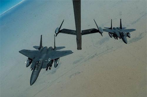 Theo đó các chiến đấu cơ F-15E vừa được Không quân Mỹ điều tới Trung Đông được xác định thuộc Phi đoàn Viễn chinh số 336 và có mặt ở vùng Vịnh Ba Tư với nhiệm vụ bay tuần thám, đảm bảo an ninh vùng biển trong khu vực này. Nguồn ảnh: BI.
