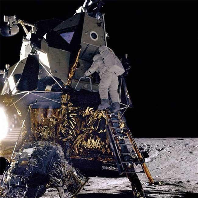 Neil Armstrong và Buzz Aldrin là hai người đầu tiên đặt chân lên Mặt Trăng. (Ảnh: NASA).