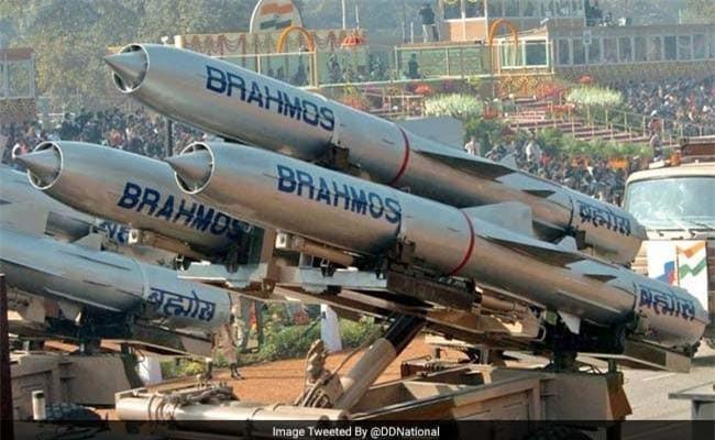 """Theo thông tin được truyền thông Ấn Độ đăng tải, Thái Lan đang đàm phán với quốc gia này về việc mua các tên lửa BrahMos. Nếu thành công, Thái Lan sẽ là quốc gia đầu tiên trên thế giới nhập khẩu tên lửa hành trình siêu âm """"Make in India"""". Nguồn ảnh: DDnational."""