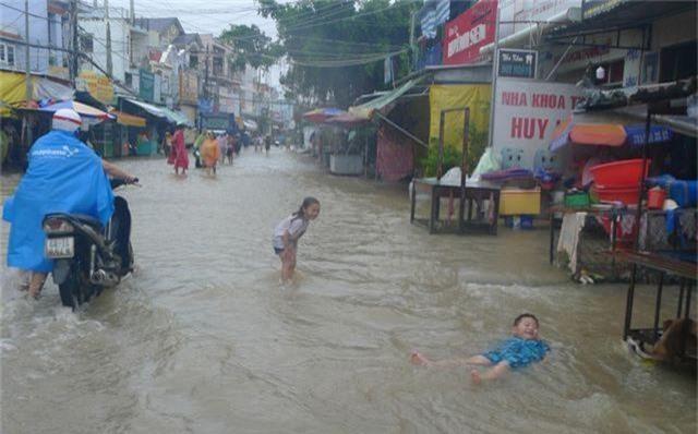 Ngày thứ 8 Phú Quốc ngập lụt: Lũ rút dần, tiếp tục sơ tán dân - 5