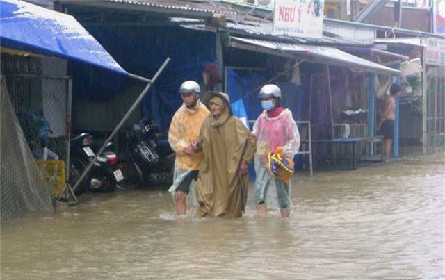 Ngày thứ 8 Phú Quốc ngập lụt: Lũ rút dần, tiếp tục sơ tán dân - 7