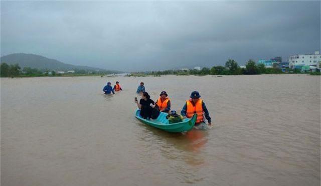 Ngày thứ 8 Phú Quốc ngập lụt: Lũ rút dần, tiếp tục sơ tán dân - 9