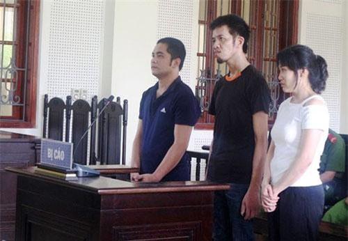 Các bị cáo (từ phải sang trái) Trang, Hùng và Hiển.