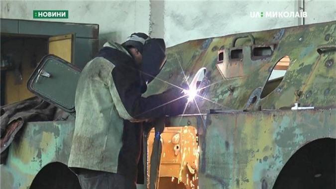 "Bang chung Ukraine thu ""khung"" tu xe thiet giap Nga-Hinh-3"