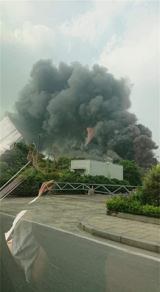 Cháy lớn ngùn ngụt gần Aeon Mall Long Biên, Hà Nội - Ảnh 10.
