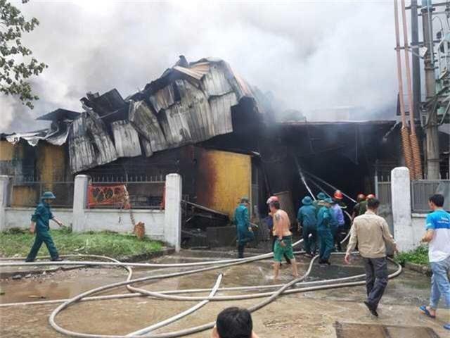 Cháy lớn ngùn ngụt gần Aeon Mall Long Biên, Hà Nội - Ảnh 7.