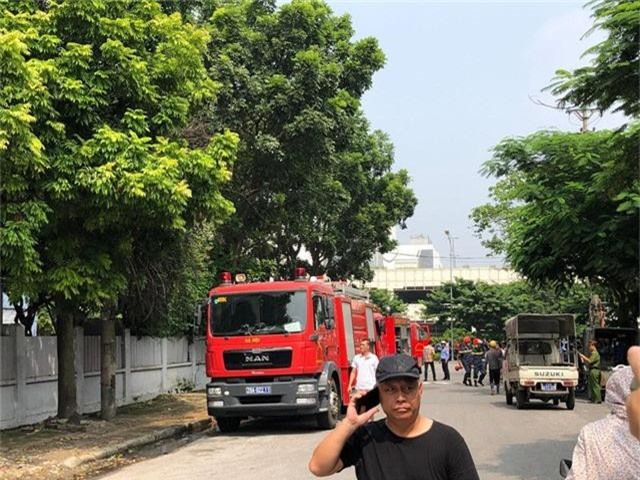 Cháy lớn ngùn ngụt gần Aeon Mall Long Biên, Hà Nội - Ảnh 9.