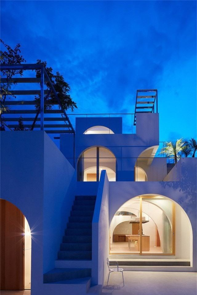 Ngôi nhà có thiết kế mái vòm độc lạ làm sáng bừng cả khu phố - Ảnh 13.