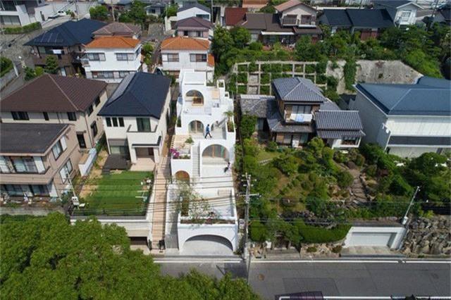 Ngôi nhà có thiết kế mái vòm độc lạ làm sáng bừng cả khu phố - Ảnh 14.