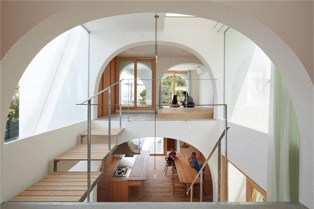 Ngôi nhà có thiết kế mái vòm độc lạ làm sáng bừng cả khu phố - Ảnh 4.