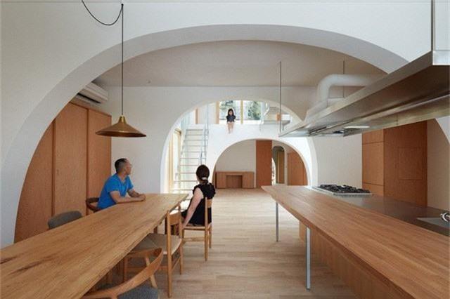 Ngôi nhà có thiết kế mái vòm độc lạ làm sáng bừng cả khu phố - Ảnh 7.