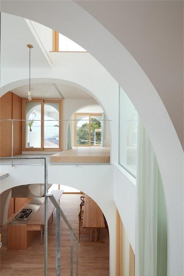 Ngôi nhà có thiết kế mái vòm độc lạ làm sáng bừng cả khu phố - Ảnh 8.