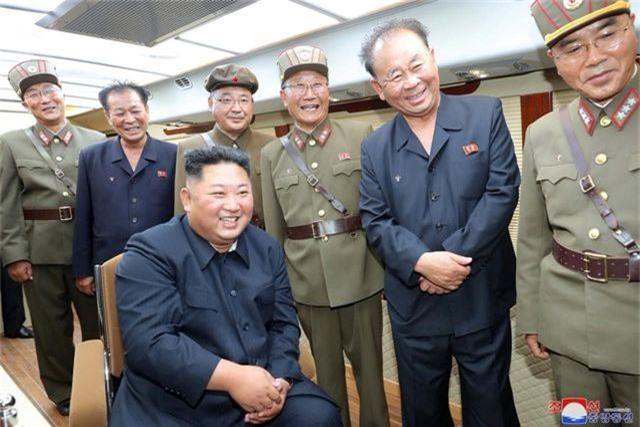 Ông Trump: Ông Kim Jong-un gửi lời xin lỗi nhỏ về các vụ thử tên lửa - 2