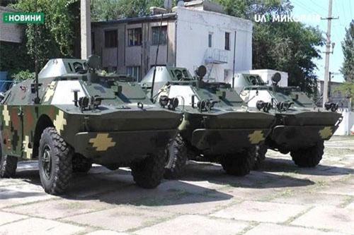 Mạng quân sự Ukraine gần đây đăng tải loạt ảnh ghi lại tại nhà máy sửa chữa xe tăng - thiết giáp Nikolaev đang thực hiện việc sửa chữa ồ ạt hàng trăm xe thiết giáp thời Liên Xô. Nguồn ảnh: UA