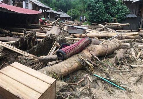 Cơn lũ kinh hoàng bất ngờ ập đến khiến người dân Sa Ná, xã Na Mèo không kịp trở tay.