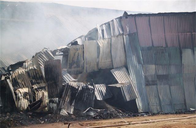 Đang cháy dữ dội trong khu công nghiệp, hàng trăm chiến sĩ vật lộn với bà hỏa - 6