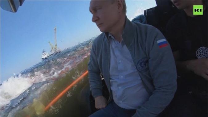 Kham pha tau ngam ong Putin dung lan xuong day vinh Phan Lan-Hinh-4