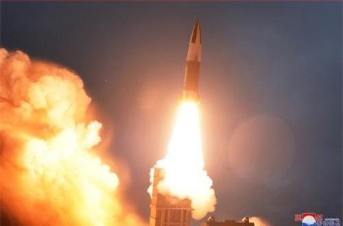 Tên lửa được triển khai từ phương tiện mang phóng tự hành. Nguồn ảnh: CACC