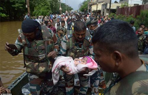 CNN dẫn số liệu chính thức từ giới chức Ấn Độ đưa tin ngày 11/8, cho đến lúc này, số người thiệt mạng do lũ lụt ở Ấn Độ là 152 trong khi 17 người vẫn đang mất tích tại 4 bang của quốc gia Nam Á.