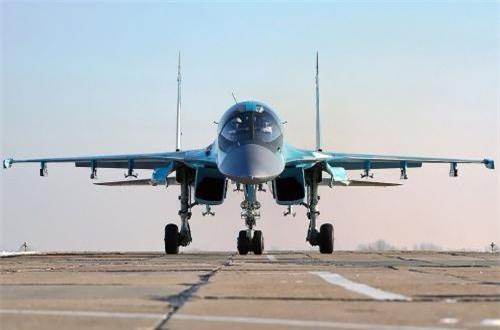 Đáng chú ý, Su-34 tới giờ phút này vẫn là loại máy bay còn khá mới, đưa vào phục vụ trong Quân đội Nga cách đây 13 năm. Chúng vẫn chưa hề bị coi là lỗi thời, thế nhưng xem ra nước Nga lo xa quyết định nghiên cứu khả năng nâng cấp máy bay. Nguồn ảnh: Wikipedia
