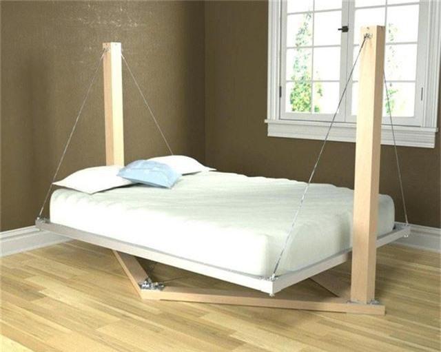 Bạn nghĩ sao về kiểu giường pallet phiên bản treo này nào? Hẳn là nó sẽ mang đến cho bạn những giấc ngủ tựa như đang bồng bềnh trên mây vậy!