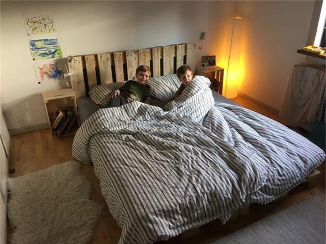 Độc, đẹp, lạ và linh hoạt khi sử dụng là những điều giúp mẫu giường này lấy lòng của bạn trẻ.